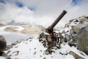 obice sul monte Cresta Croce oggi - howitzer on the top of Monte Cresta Croce today
