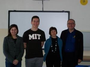 Ben Harpt, riconoscibile dalla maglietta, con i docenti coinvolti nel progetto: da sinistra Locatelli, Salina e Lombardo