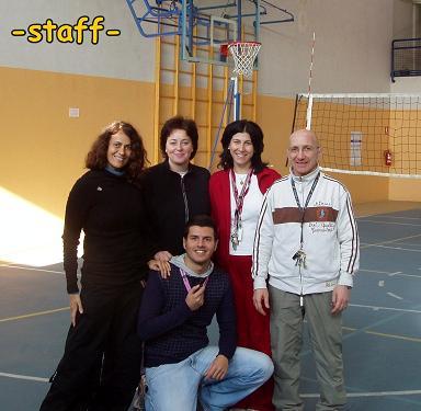 Foto di gruppo raffigurante i docenti di educazione fisica di Rozzano e Noverasco e  Marco Mordini come arbitro. By Marco Mordini